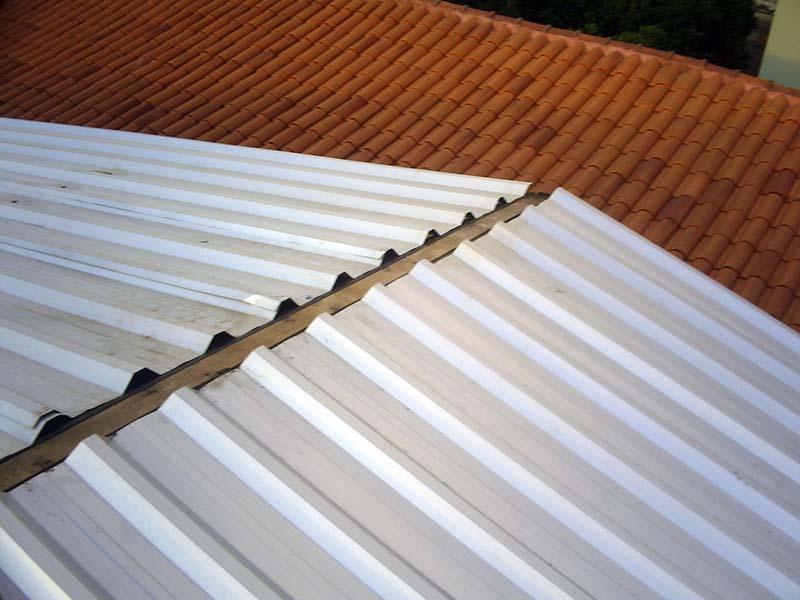 Telhado simples com telhas inox sem uso de isolante termoacústico