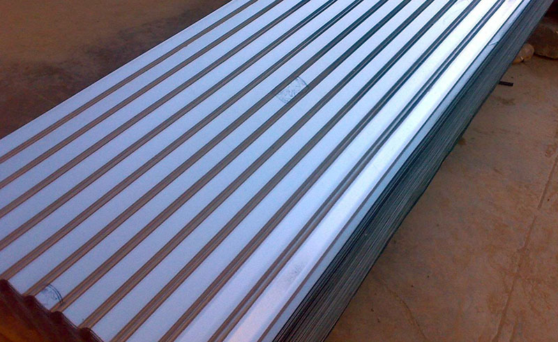 telhas galvanizadas empilhadas