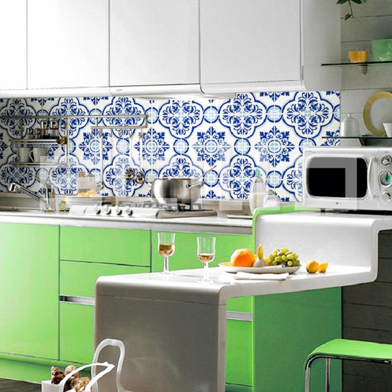 Adesivo que simula o revestimento dos tradicionais azulejos portugueses
