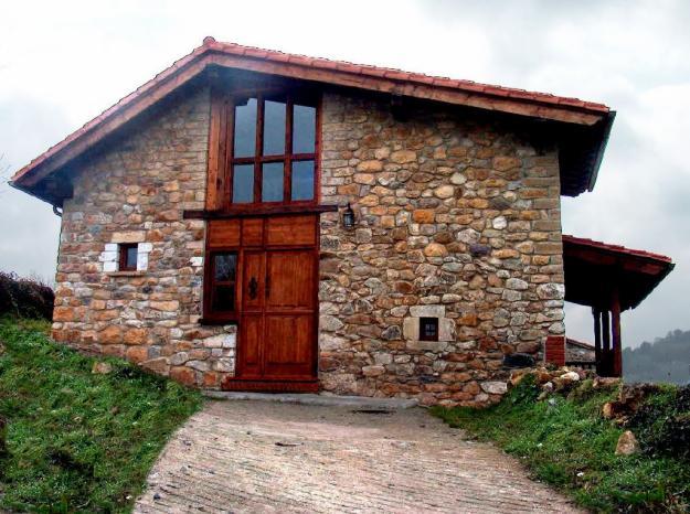 Casa moderna de padra, para dar um acabamento mais rústico à fachada