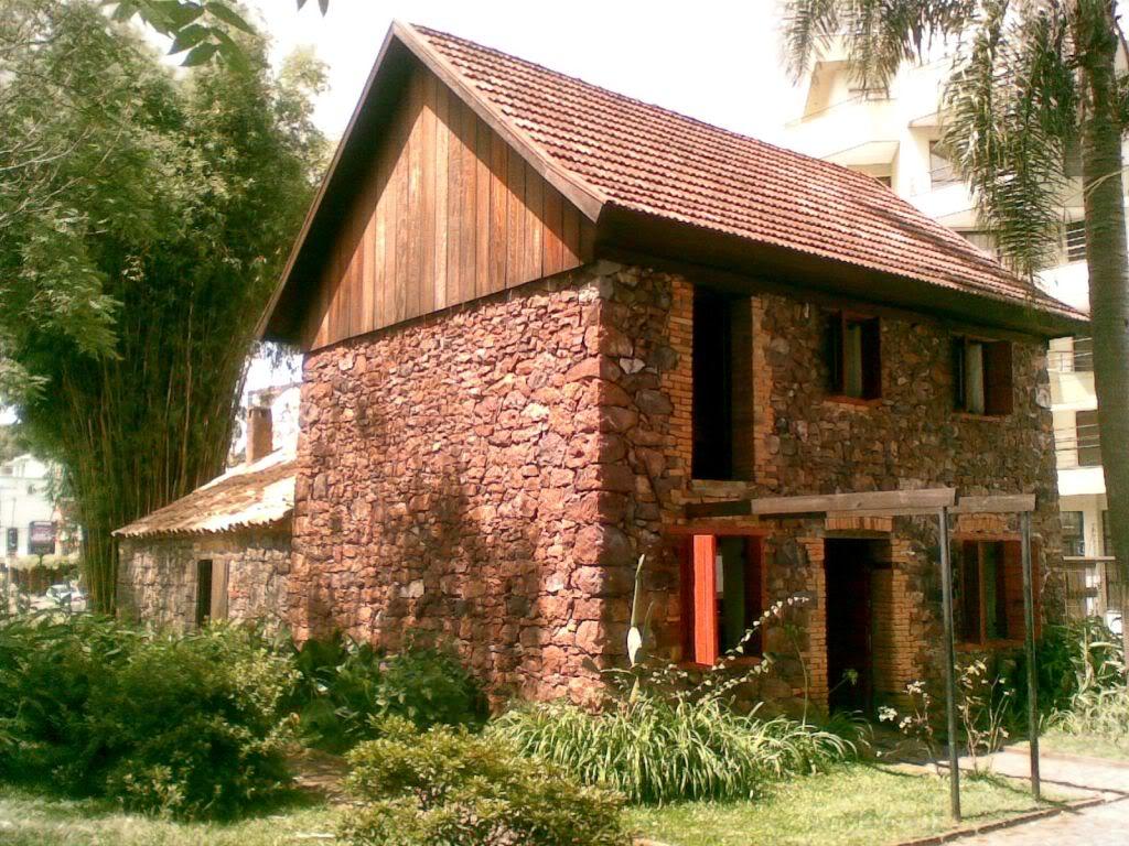 Antiga casa de pedra, remanescente da colonização italiana no sul do país