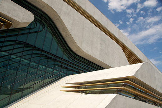 Outro tipo menos utilizado é o cimento branco estrutural, usado em pilares e vigas da estrutura que ficarão aparente, como nesta estrutura monolítica