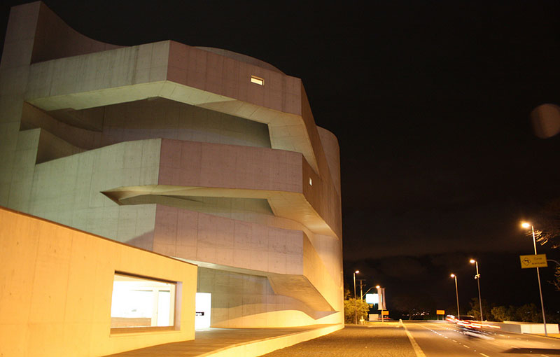 Prédio da Fundação Iberê Camargo, em Porto Alegre, feito Concreto de Cimento branco Estrutural