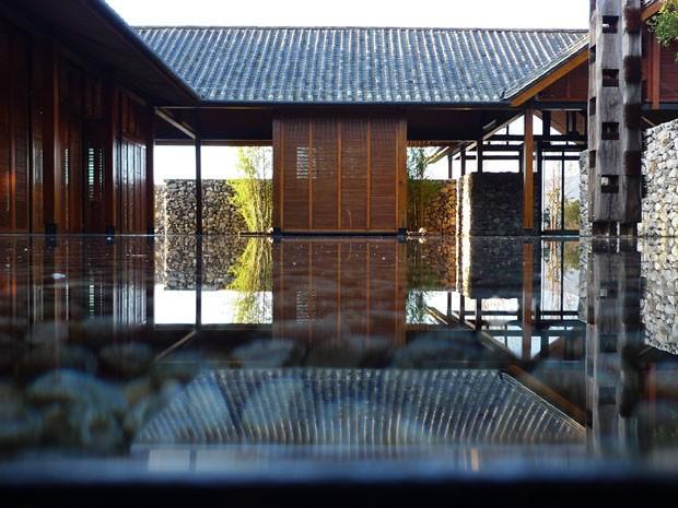 Jardim oriental com espelho residencial