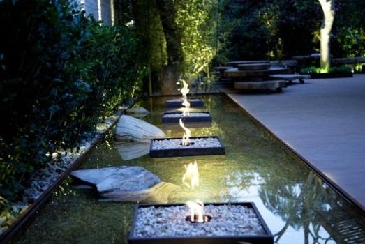 Jardim Residencial com espelho d'água