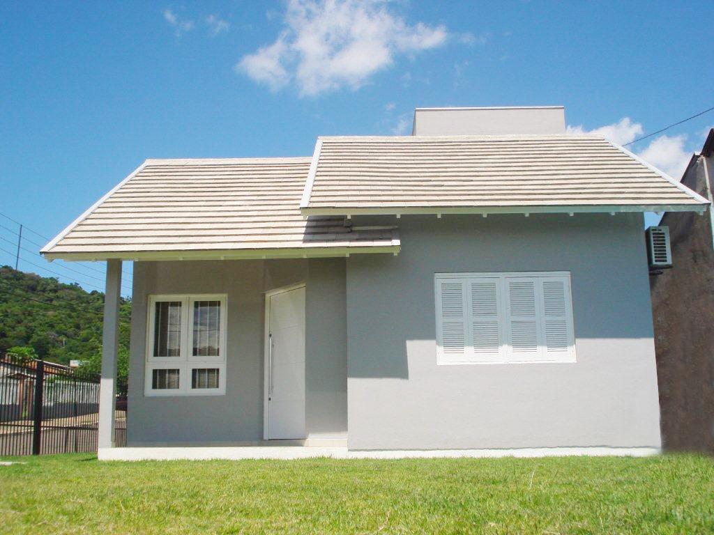 Casa simples em alvenaria, do mesmo modelo que comumente é feita nos financiamentos do Governo