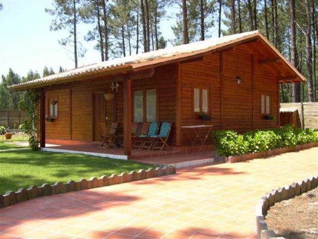 modelo simples da casa de madeira construída na zona rural