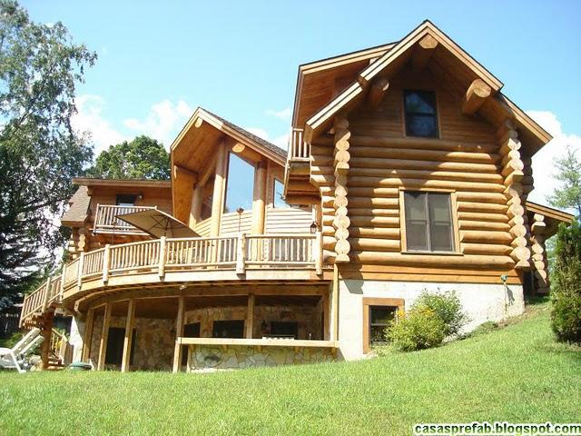 Casa com paredes de madeira roliça, bastante comum na América do Norte e em partes da Europa.