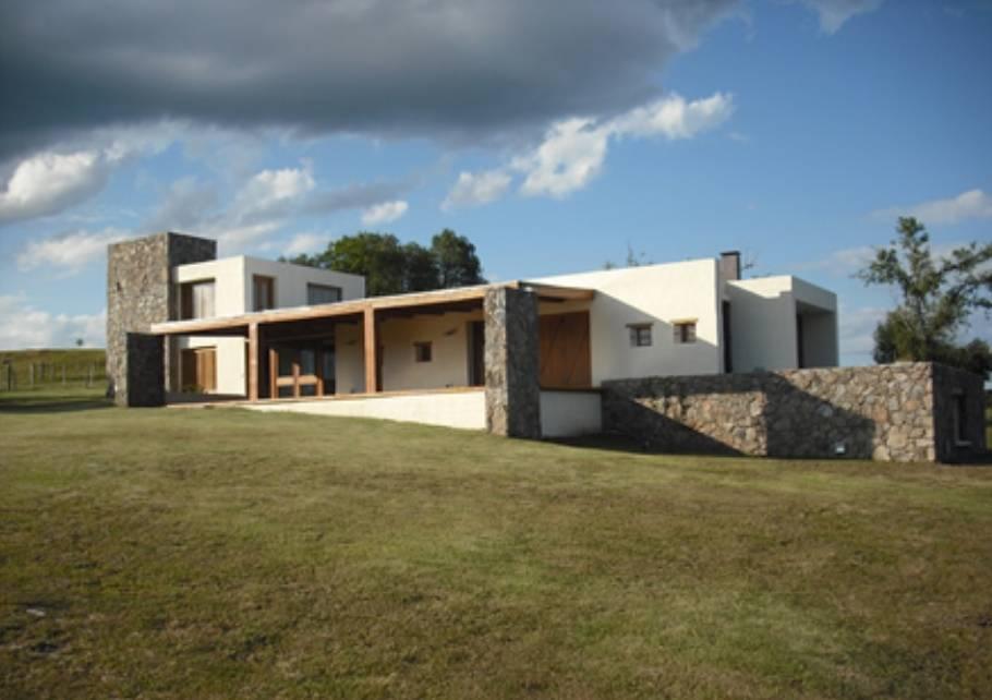 Residência super-moderna de campo com linhas retas e arrojadas