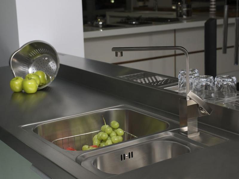 bancada inteiriça em aço inox para a cozinha
