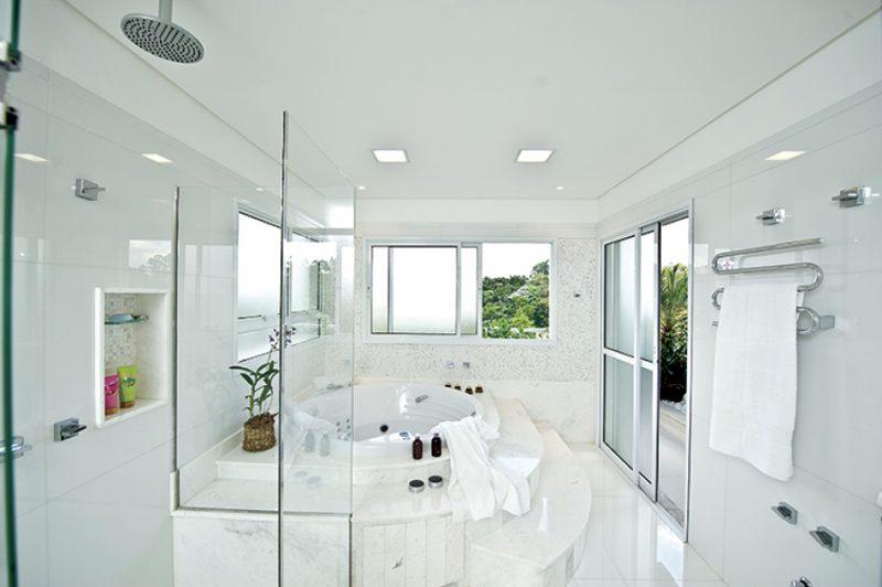 banheiros de luxo - banheiro decorado de luxo branco