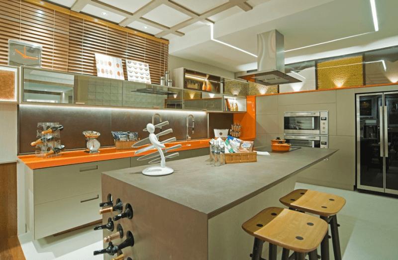 bancada de cozinha em silestone laranja brilhoso