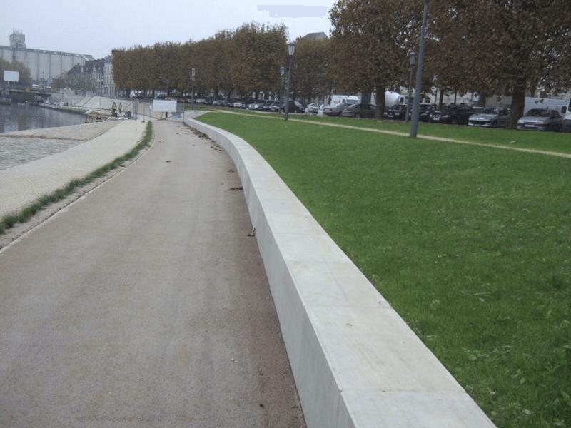 calçada de pedras antiderrapantes