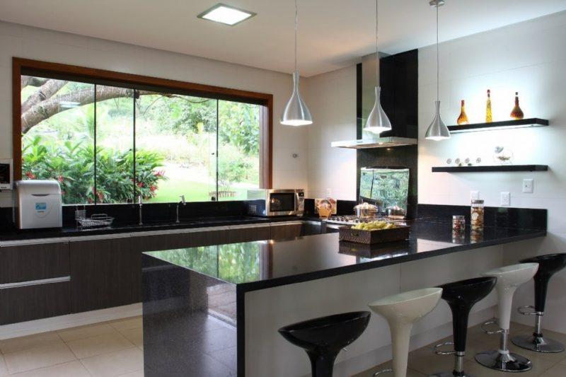 balcão de cozinha e bancada de granito negro