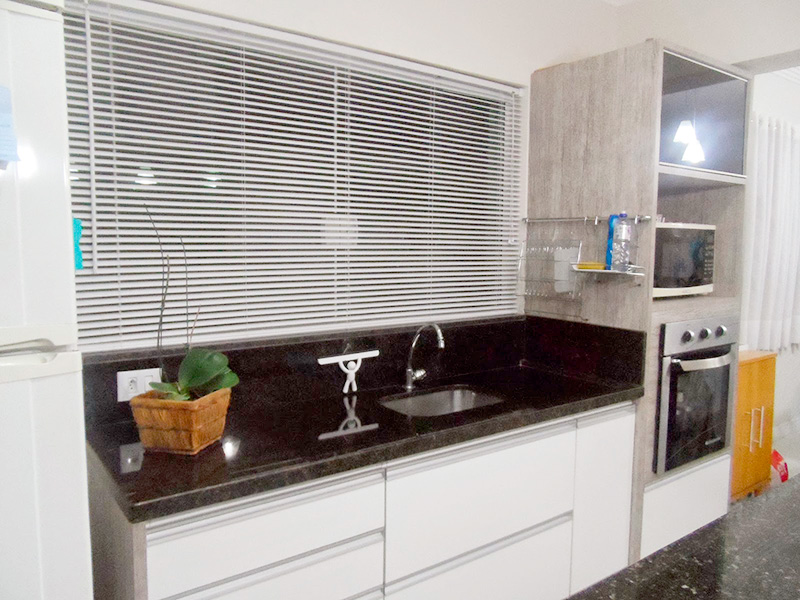 Persiana, cortina tradicional para janela da cozinha