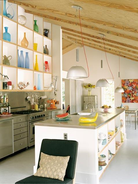 cozinha com nichos sob a bancada