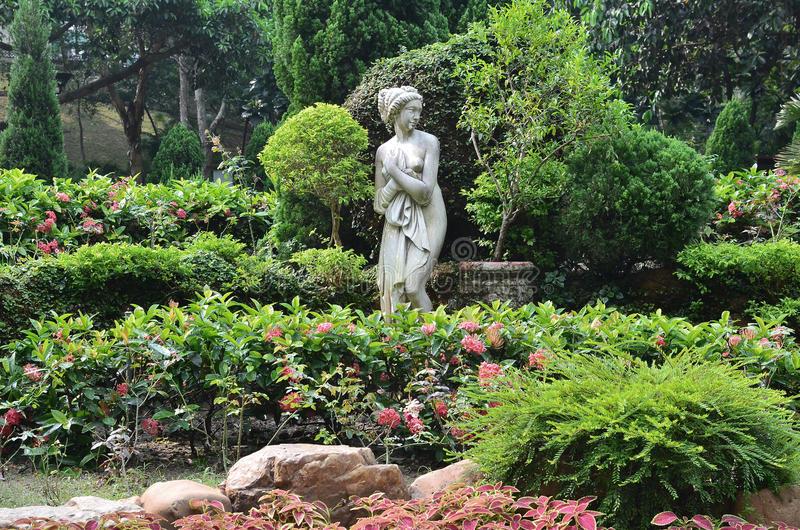 Estátua clássica para jardim
