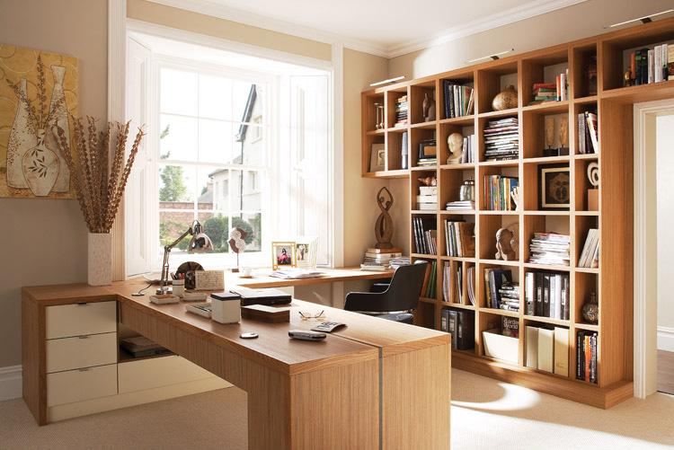 Uma boa dica são os móveis para escritório que mantém a aparência original da madeira, dando um charme especial para o seu home office