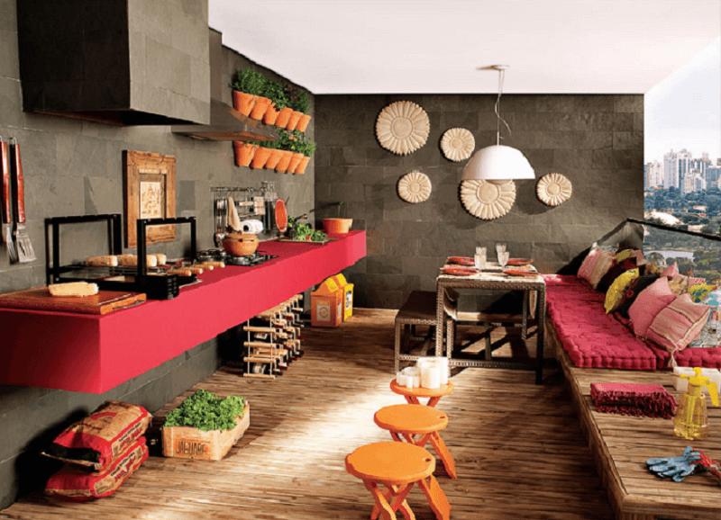 Móveis para varanda - decoração com sofá e espaço de bancada