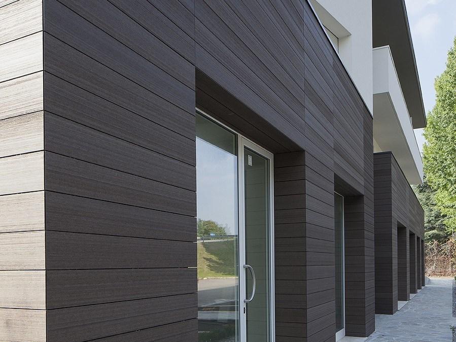 Painel wall aplicado na fachada simulando fachada de madeira
