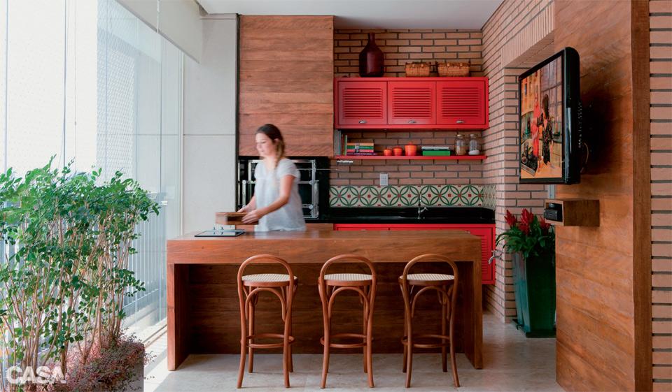 Varanda com churrasqueira e espaço gourmet