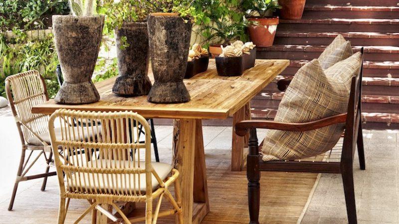 exemplo de uso de móveis de bambu, que é um material renovável.