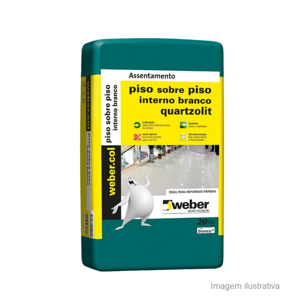 Saco de argamassa sobre piso vendido pela marca Weber Saint-Gobain