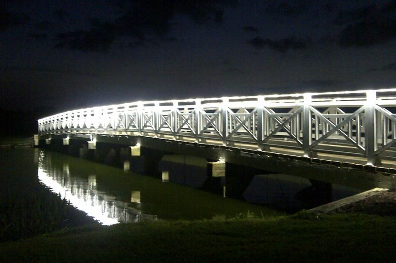 Ponte decorada com fitas de Power-LED