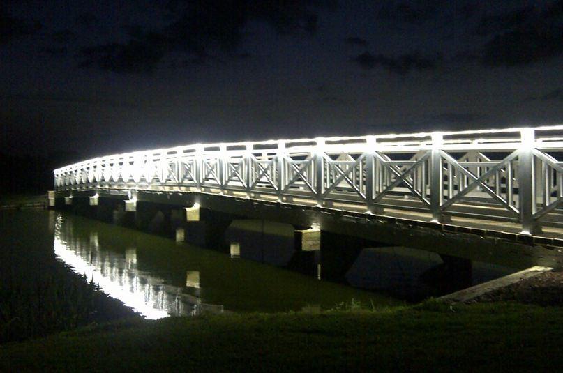 Ponte decorada com fitas de Power-LED