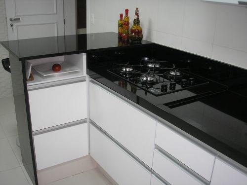 bancada de cozinha em granito preto absoluto