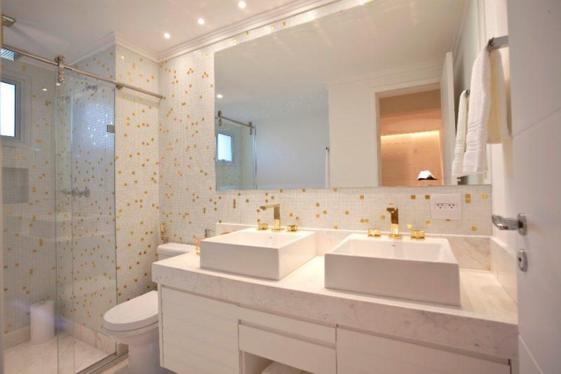 bancada de lavatório feita em mármore branco