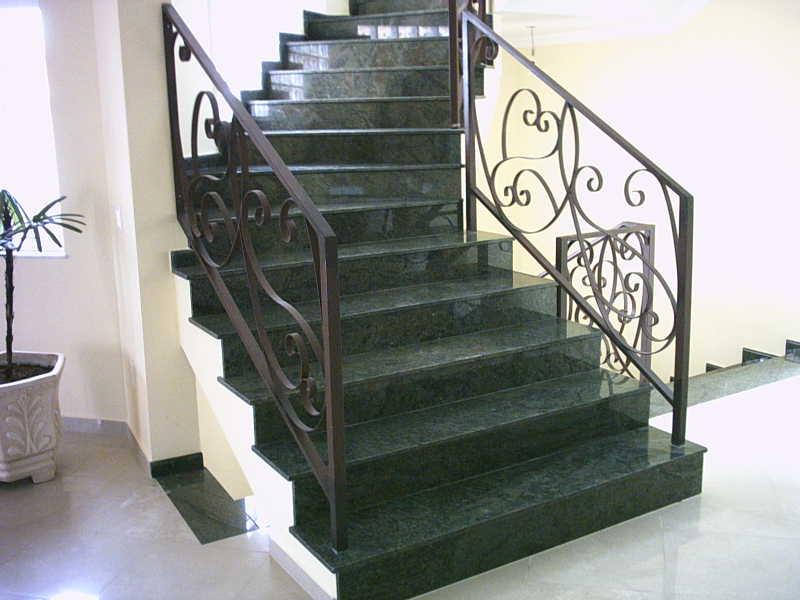 Escadas em Granito Verde