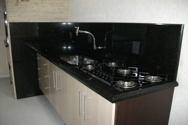 bancada pequena para cozinha feita em granito preto são Gabriel