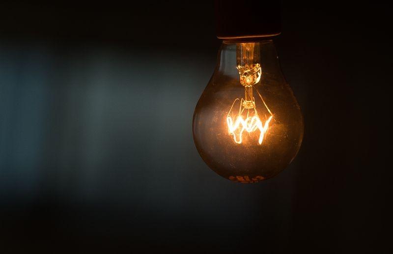 A lâmpada incandescente de 60W ainda é a mais usada devido a seu baixo custo