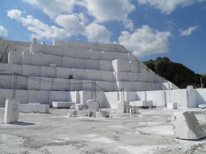 jazida de mármore branco