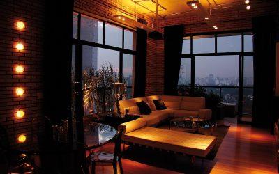 A temperatura de cor agradável ainda estimula o uso da lâmpada em abajures e luminárias