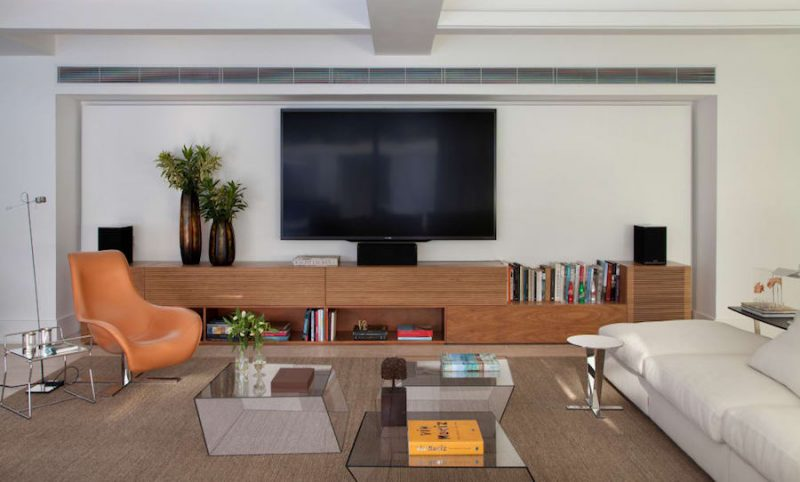 Decoração de sala de TV bem grande