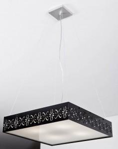 Belo modelo de luminária pendente abastecida por 4 lâmpadas
