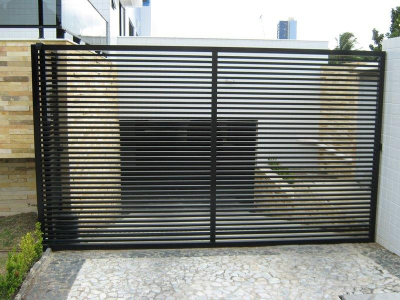 Portão residencial feito com perfis de metalon