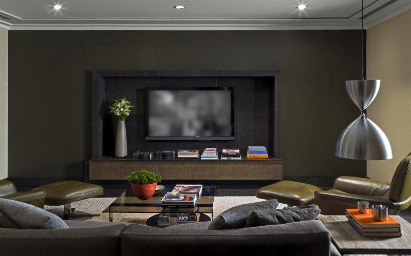 Decoração moderna para sala de TV usando bastante preto