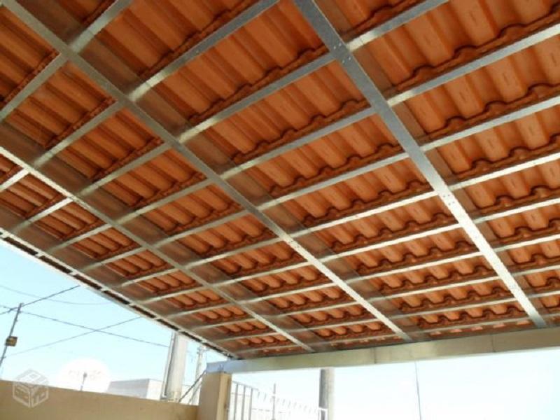 Estrutura de telhado substitui ripas e terças por perfis de metalon