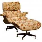 Cadeira Charles Eames revestida com tecido floral