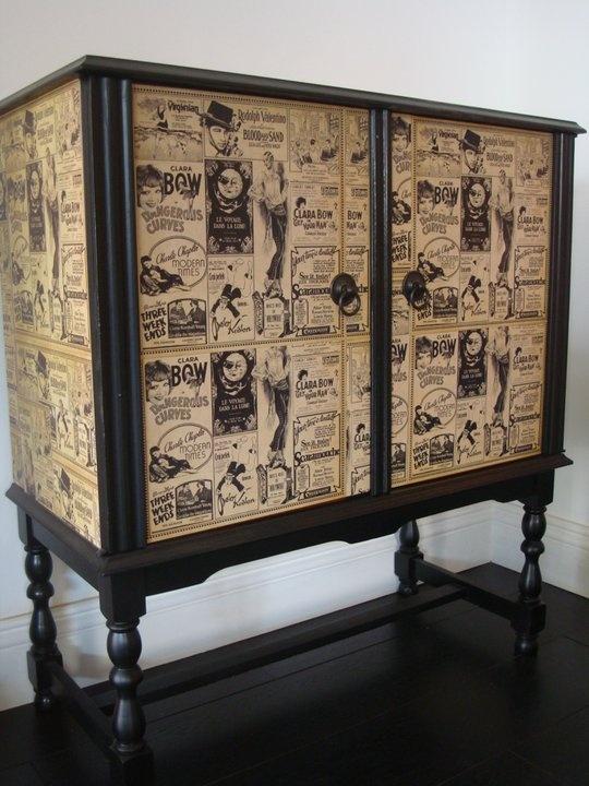Efeito super interessante de pequeno armário após reforma com aplicação de wallpaper vintage