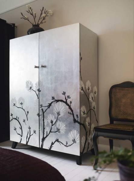 Reforma de armário com aplicação de adesivos decorativos