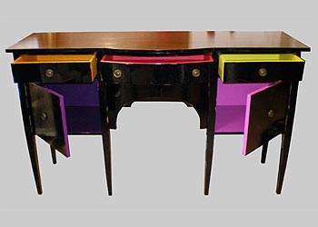 Reformas de móveis - mesinha de aparador para sala totalmente renovada com uso da pintura