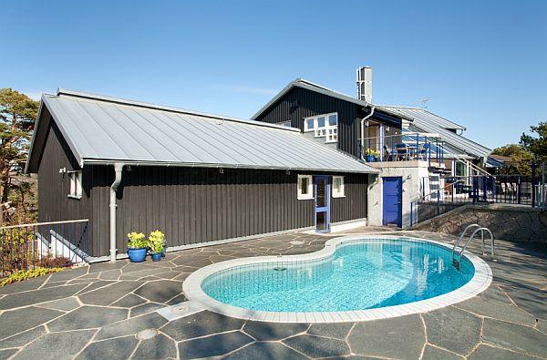 Casa com piscina de fibra pequena que ajuda a dar um charme
