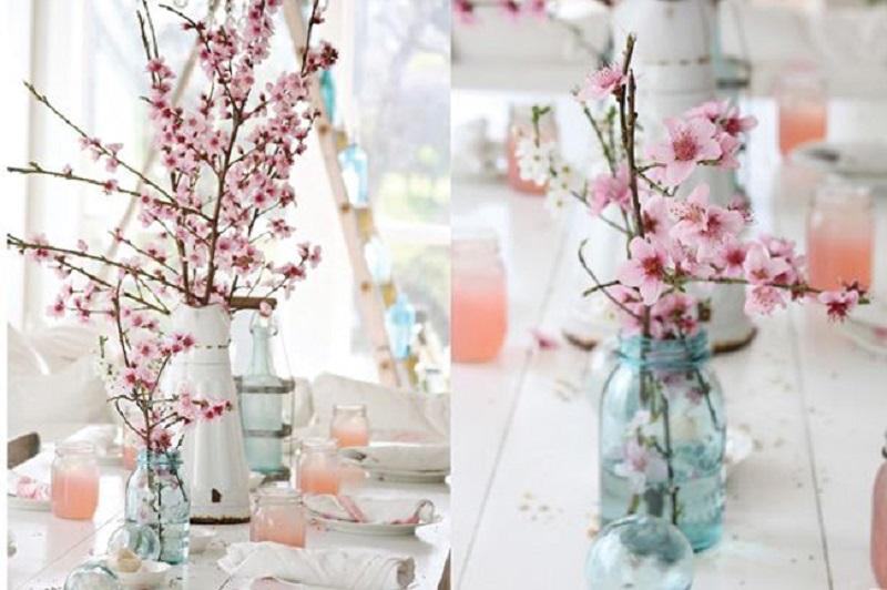 Caso simples para decoração despojada com flor de cerejeira