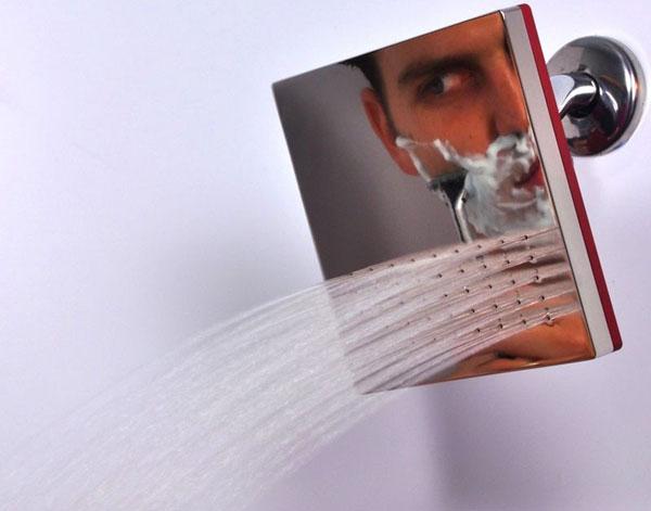 Chuveiro espelhado quadrado para usar o espelho enquanto se banha