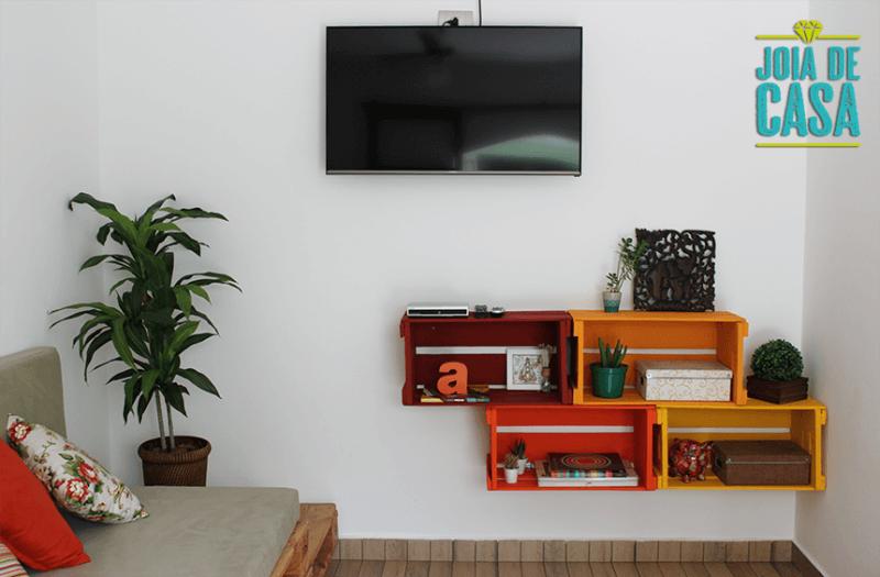 Uma bela estantezinha para a sala, para comportar livros e objetos de decoração, além de ser um ótimo item de decoração para a sala
