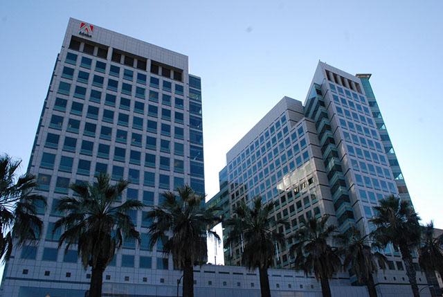 Sede da Adobe nos Estados Unidos, certificada com o selo LEED Platinum para edifícios existentes